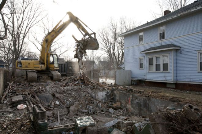 A home is demolised in a Near Northwest neighborhood. The demo is part of the city's push to address 1,000 vacant homes in 1,000 days. (South Bend Times photo by James Brosher)
